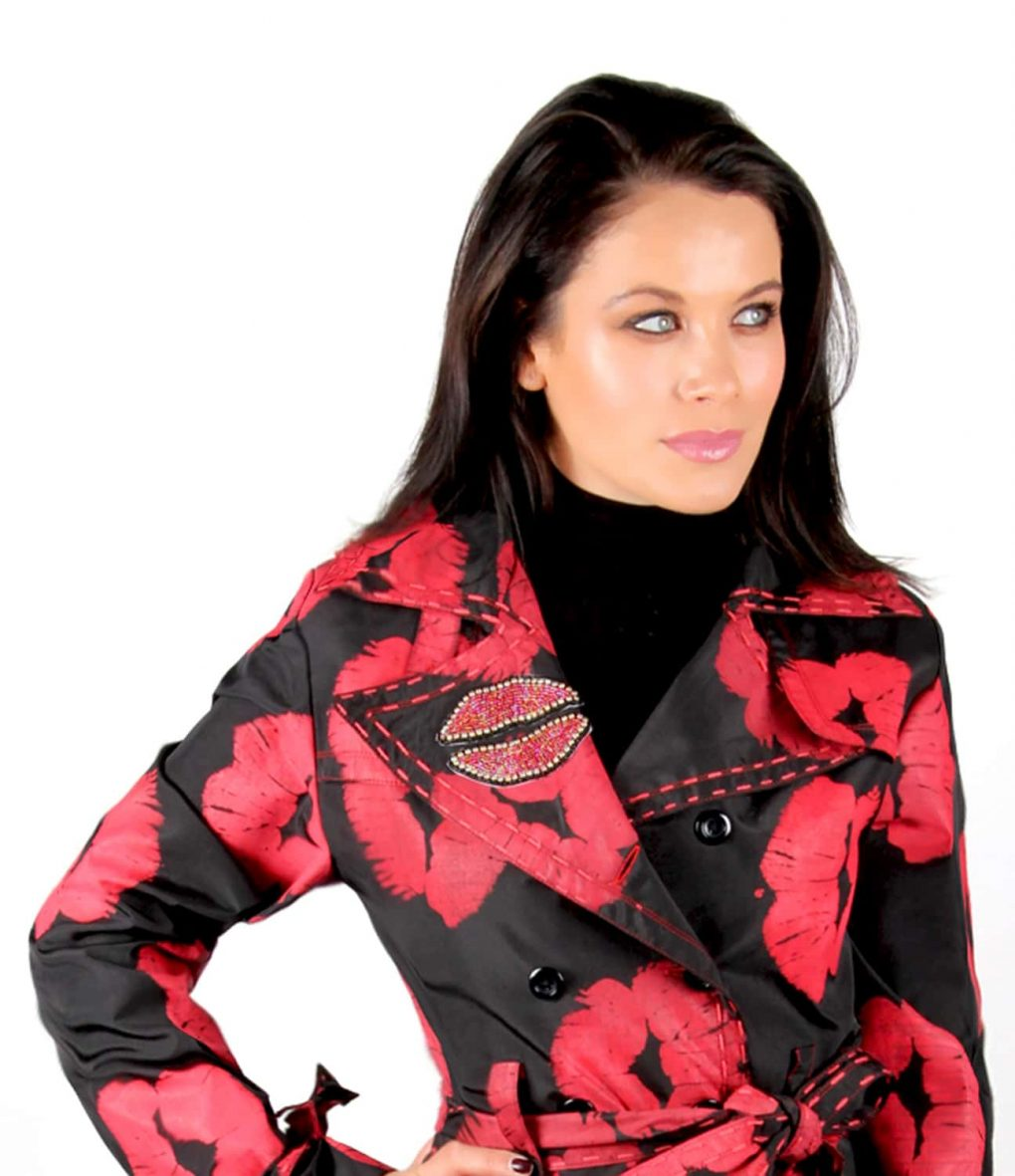 Black Trench coat red lips kiss OTT Alila 1