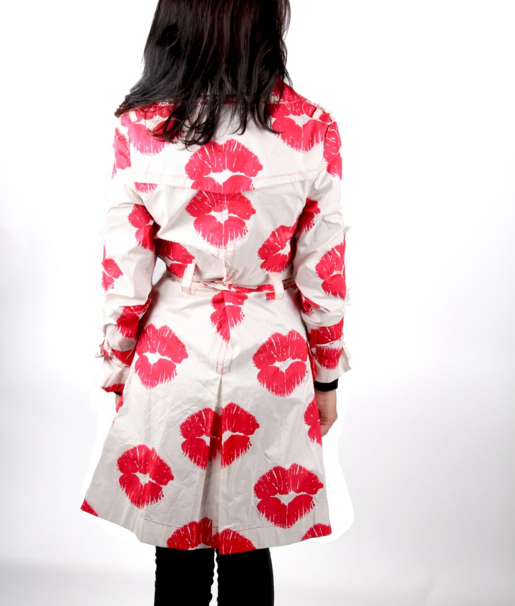 Cream trench coat red lips kiss OTT Alila 3