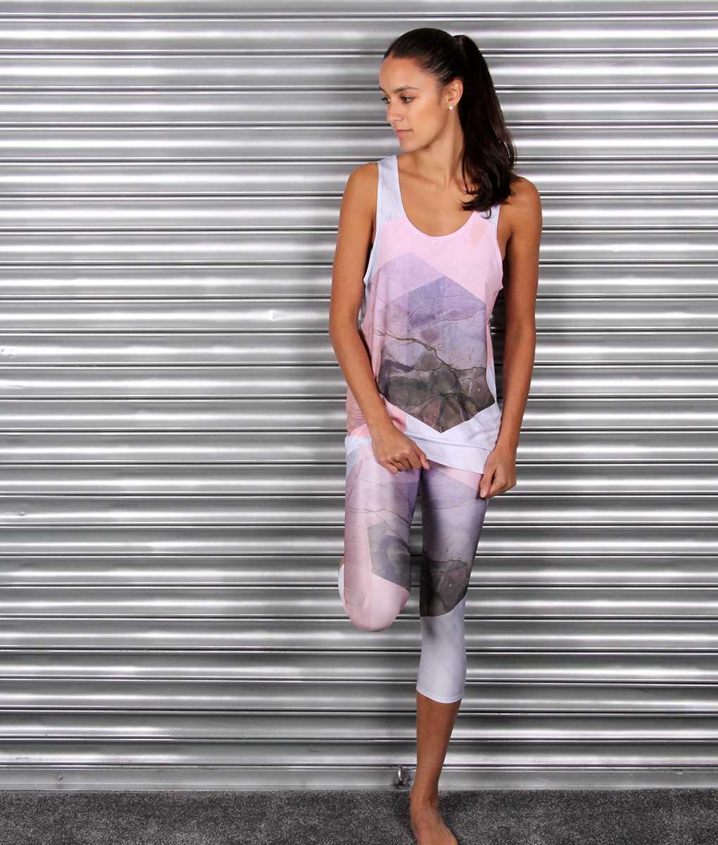 alila-active-marble-print-yoga-capri-leggings-and-top-3w