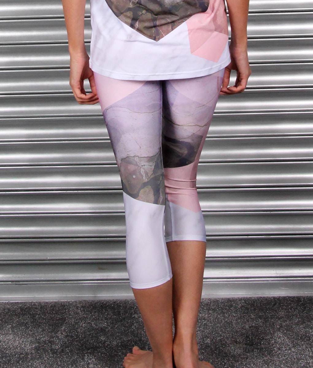 alila-active-marble-print-yoga-capri-leggings-back-w