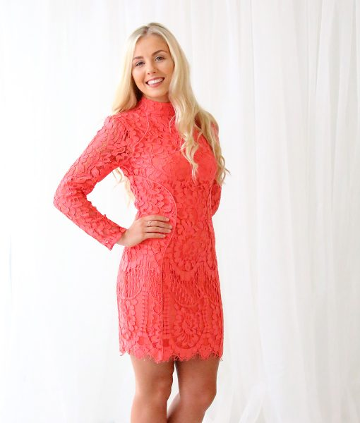 Alila-Coral-Long-sleeve-Coral-Lace-Lumier-Bariano-side