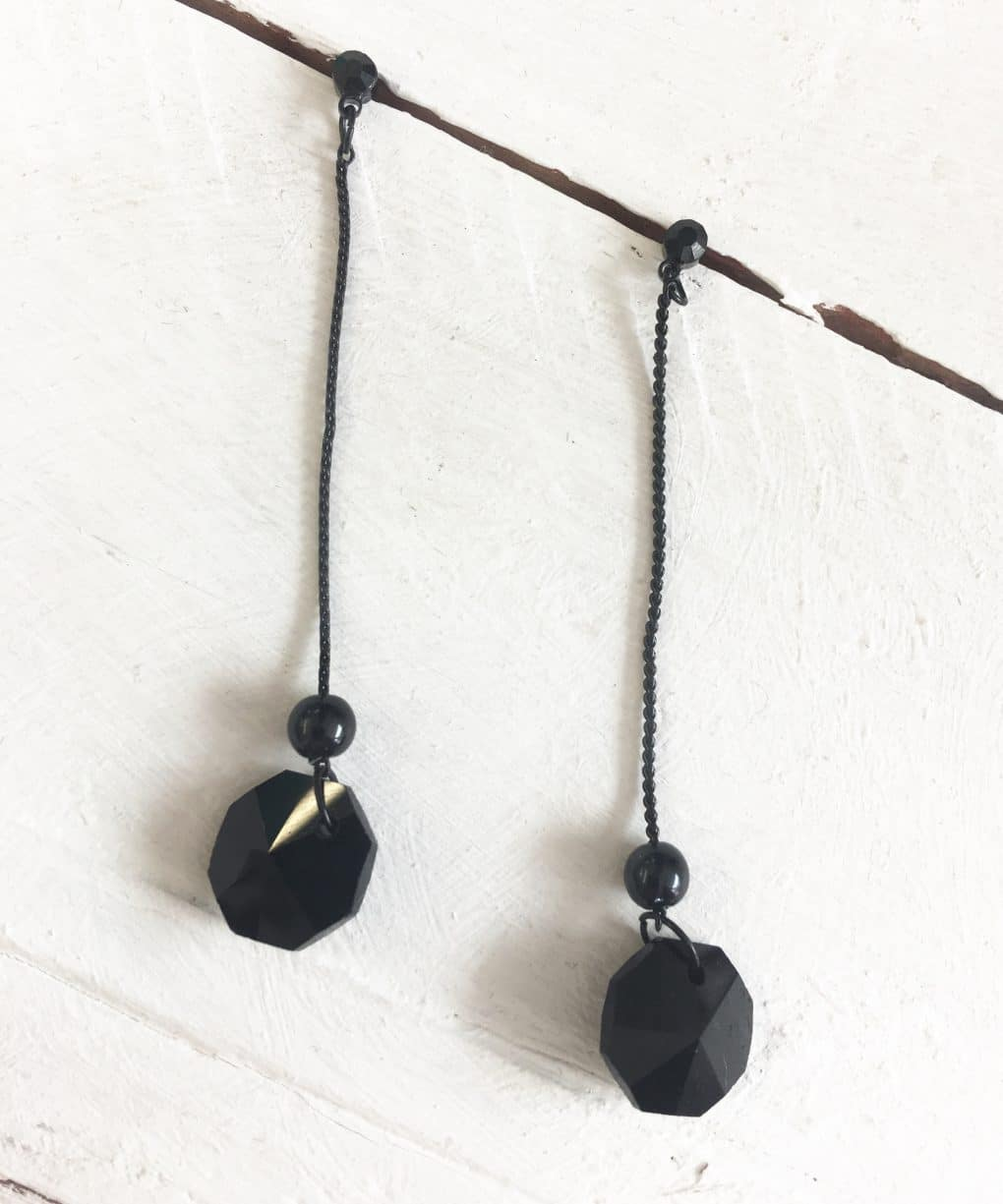 Alila Black Drop Earrings