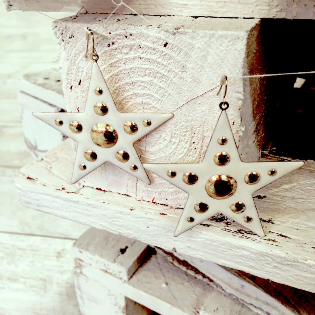 cream-gold-enamel-star-earrings-€15-alila-