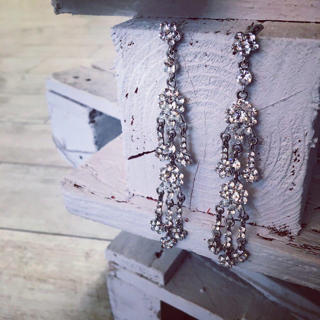 silver-vintage-crystal-chandelier-earrings-alila-.1
